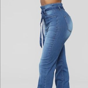 FASHIONNOVA BELTED FLARE JEANS SIZE 7 brand new!